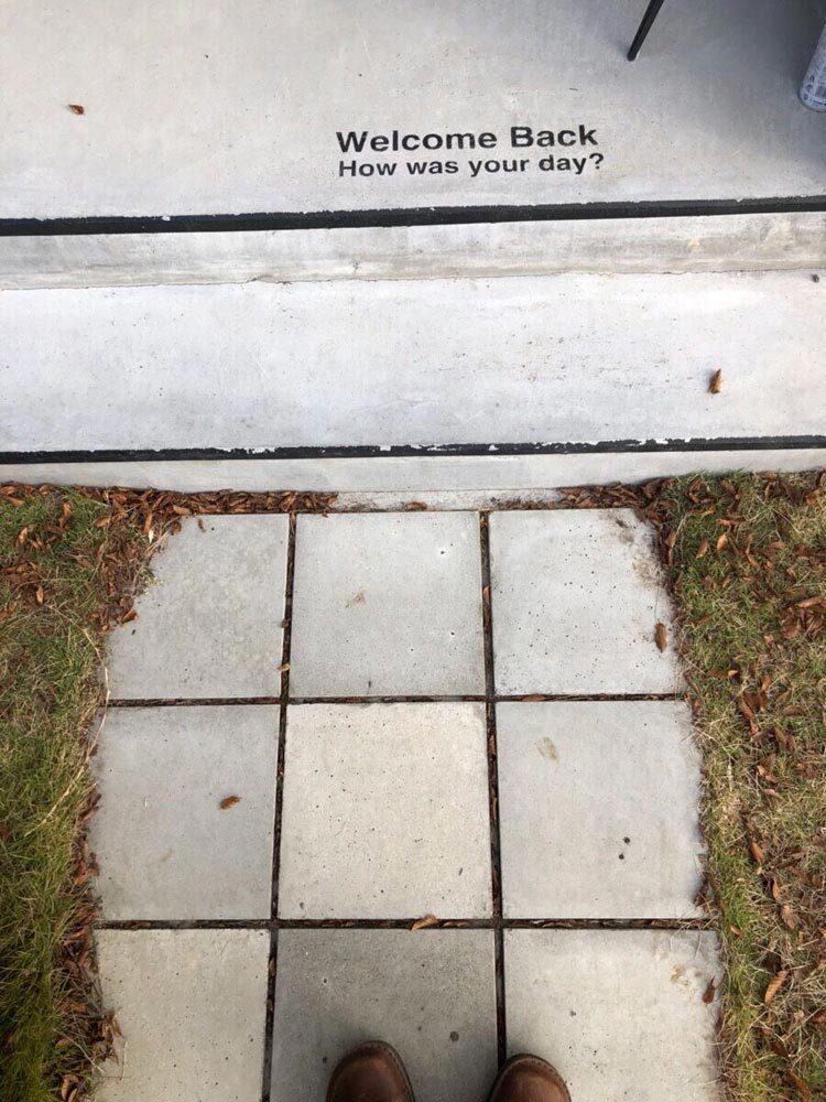 コンクリート平板のアプローチ