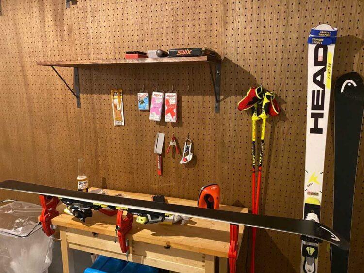 有孔ボード+棚+メンテナンス道具=プライベート工房