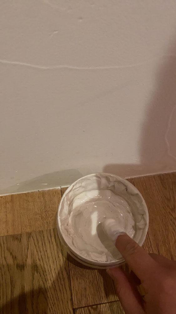 珪藻土の壁を削る。なぜならば。。。