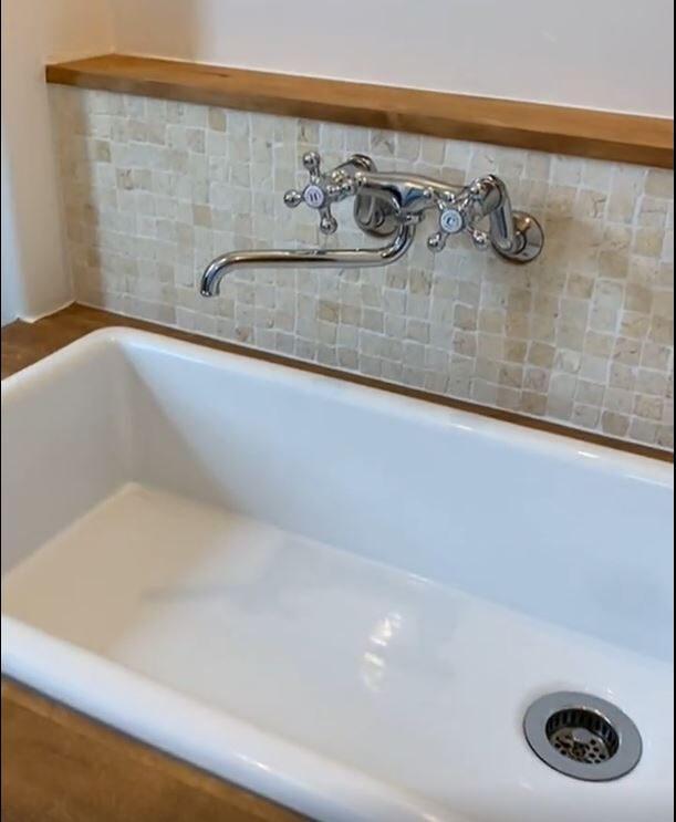 石貼りの洗面